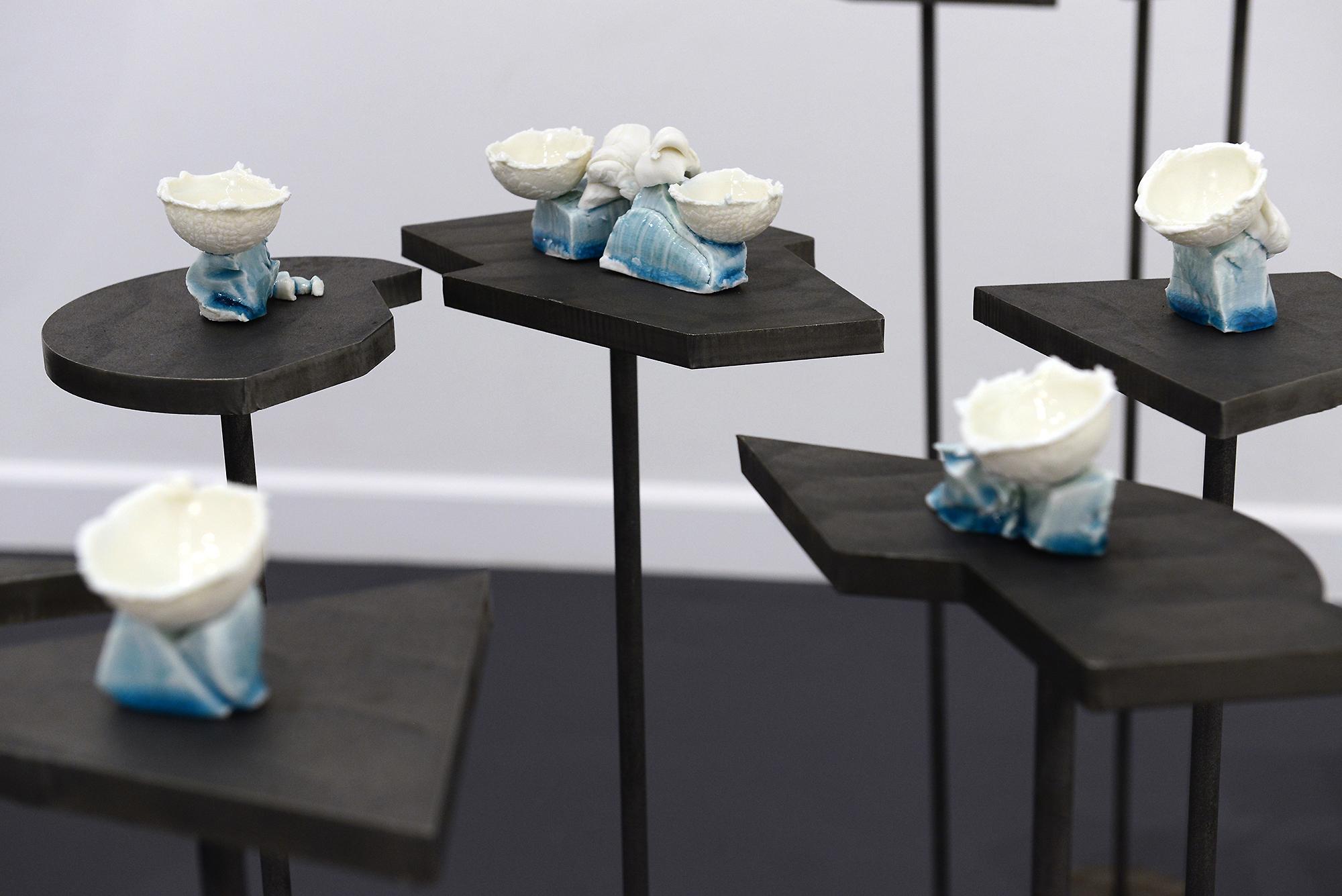 Porcelain + glaze + steel,76 x 120 x 91 cm