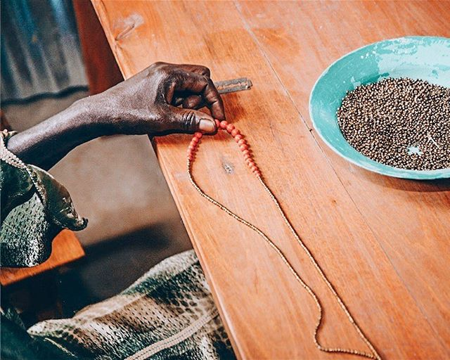 Handmade from start to finish! Our jewelry collection from Uganda is made with clay beads that are shaped and painted by hand. • • • • #fairtrade #handmade #fairkind #socialimpact #uganda