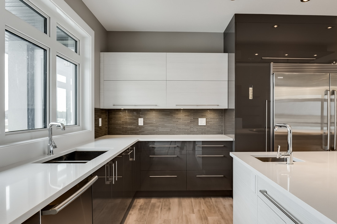 The back splash in this house ties perfectly into the cabinet and floor choices. It adds some glamour and interest to a minimalist space without making it look feminine. A perfect choice.