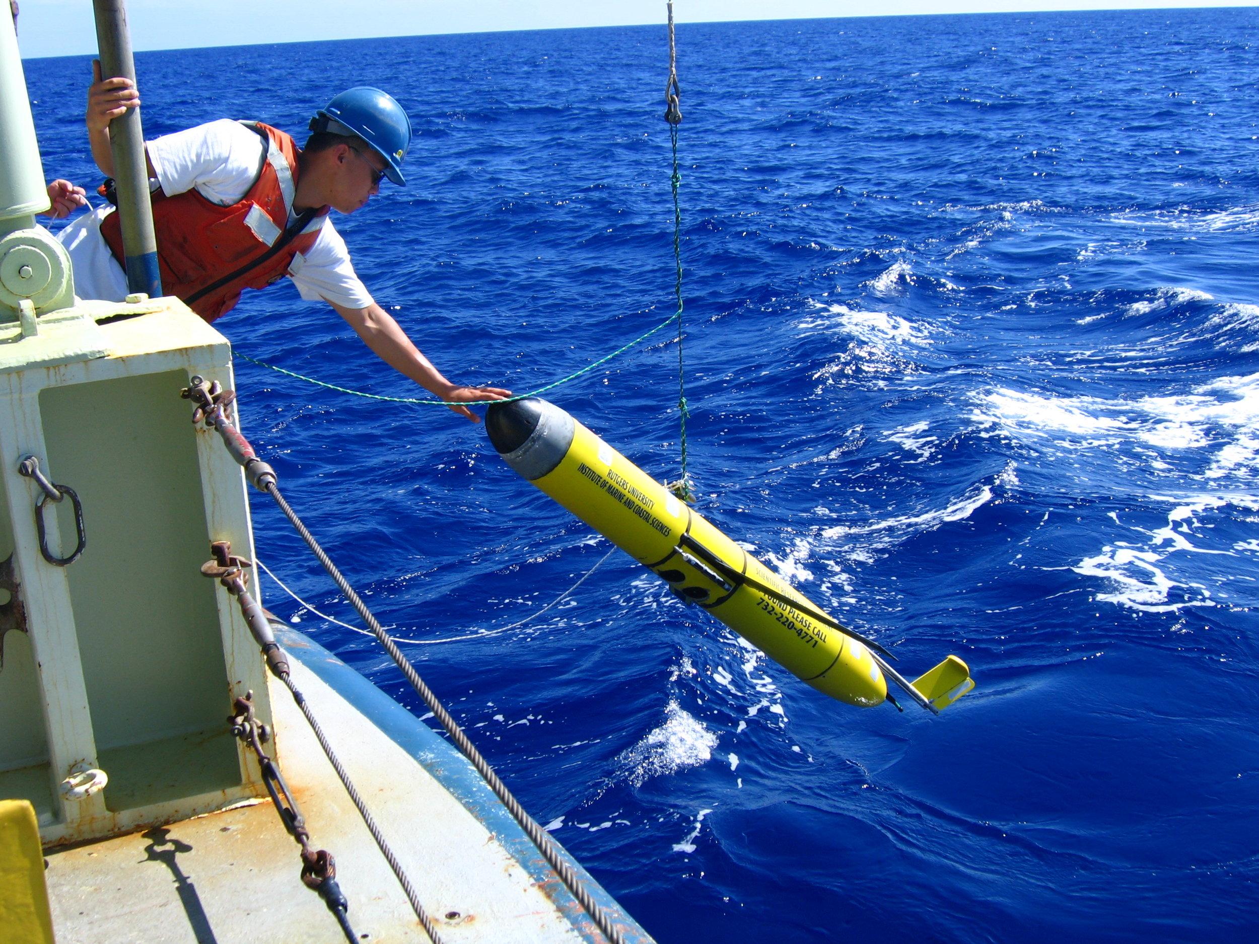 RV_Oceanus_deployment_RU02_2005.JPG