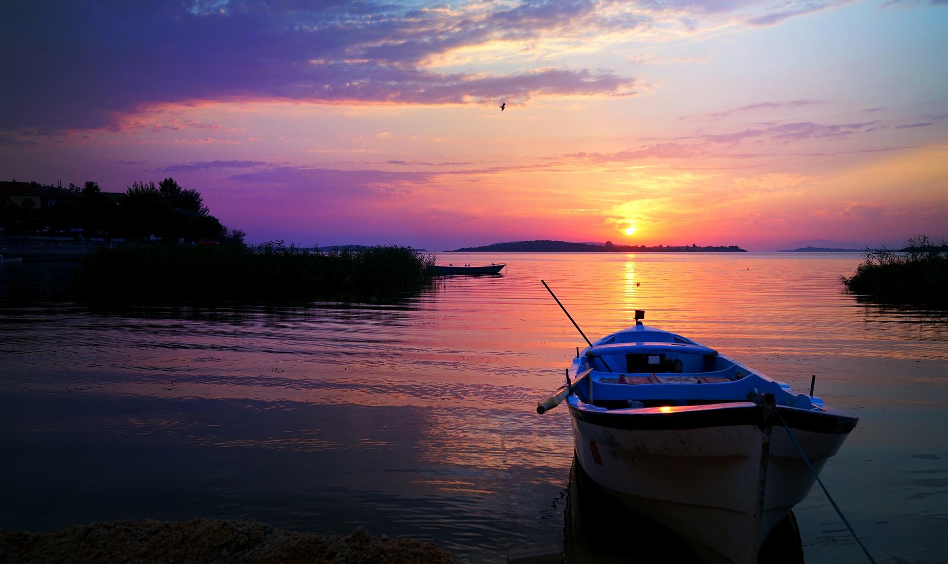 boat-2958283_1920.jpg