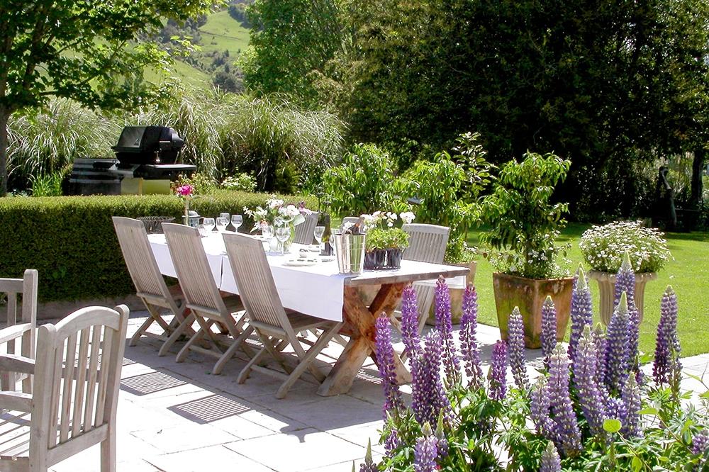 luxury-hotels-new-zealand-nelson-edenhouse-garden-patio_lg.jpg