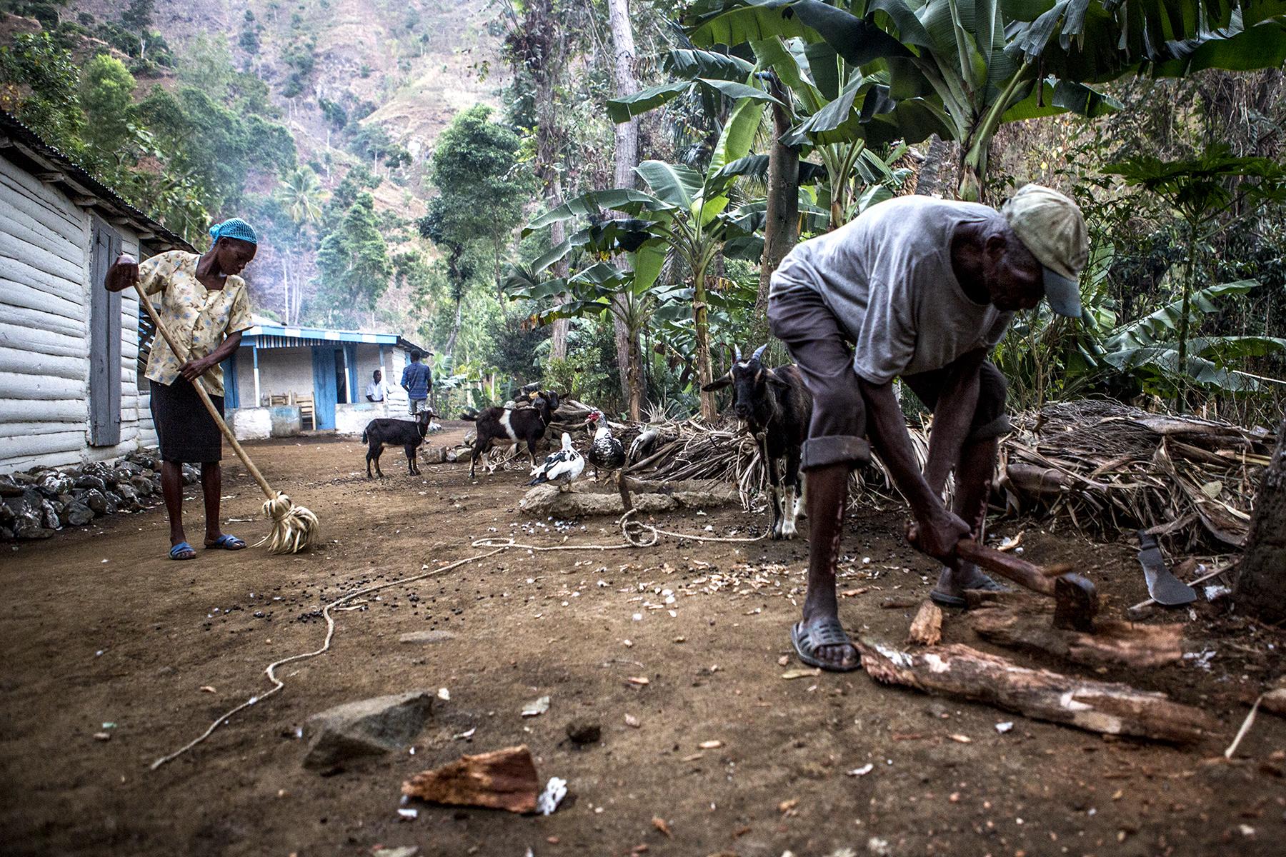 NEW 021614 Haiti Life in Demier 37jp.JPG