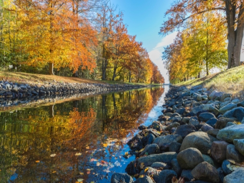 autumn-canal-fall-223022.jpg