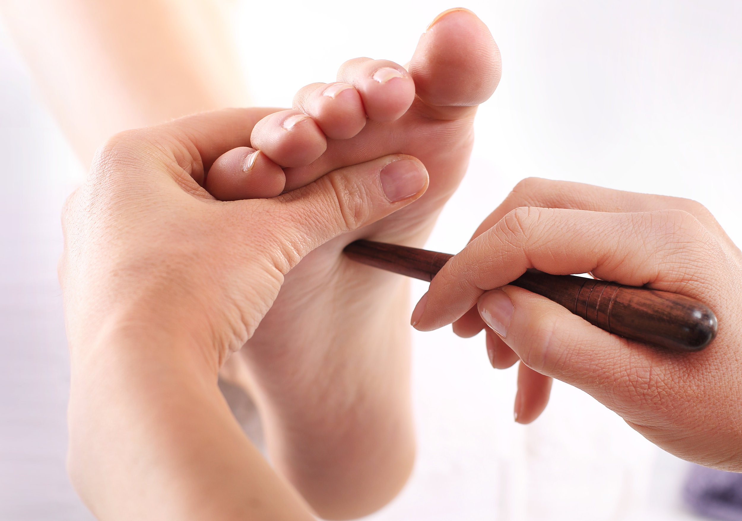 2 EFFECTIVE REFLEXOLOGY POINTS TO REDUCE STRESS AND ANXIETY AND INCREASE WELLBEING