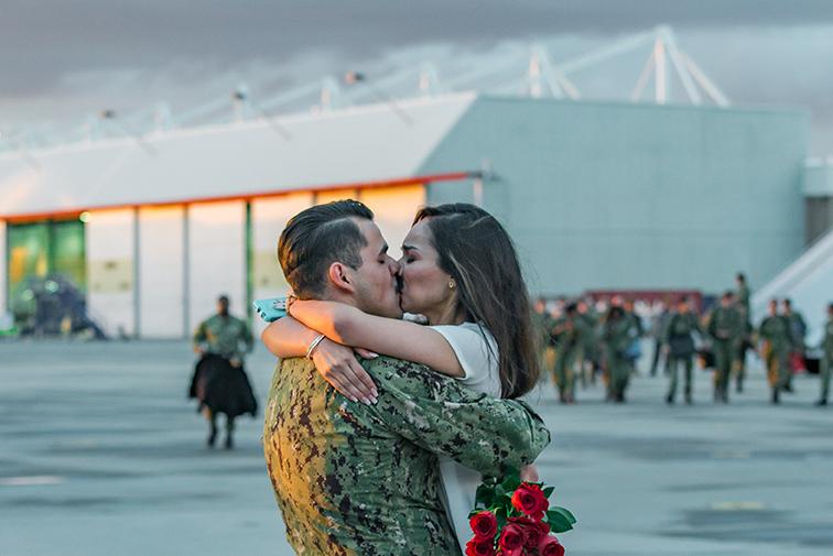 Navy homecoming for VFA-97 photographed by Lillian Short at NAS Lemoore.