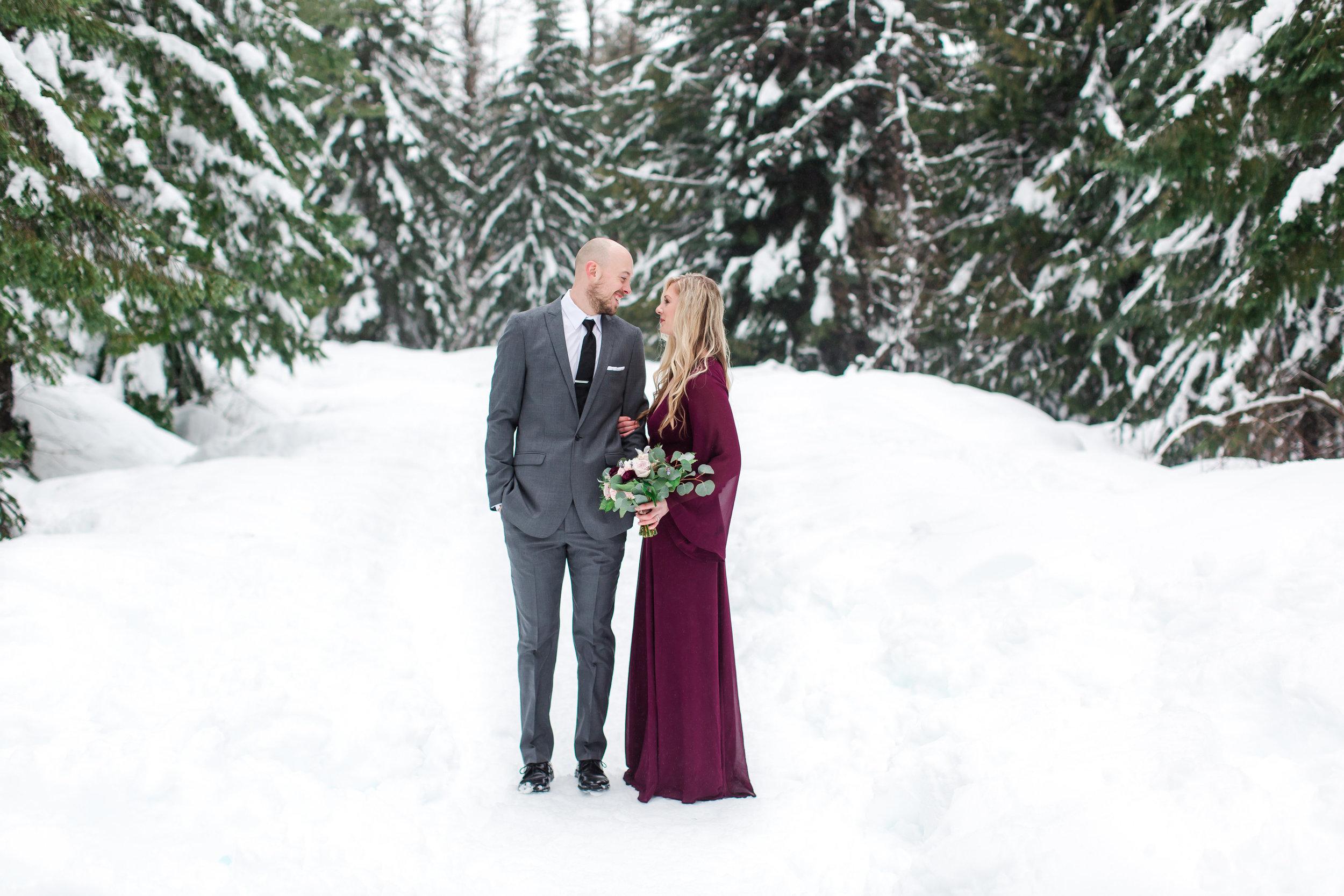 snowy-engagement-shoot