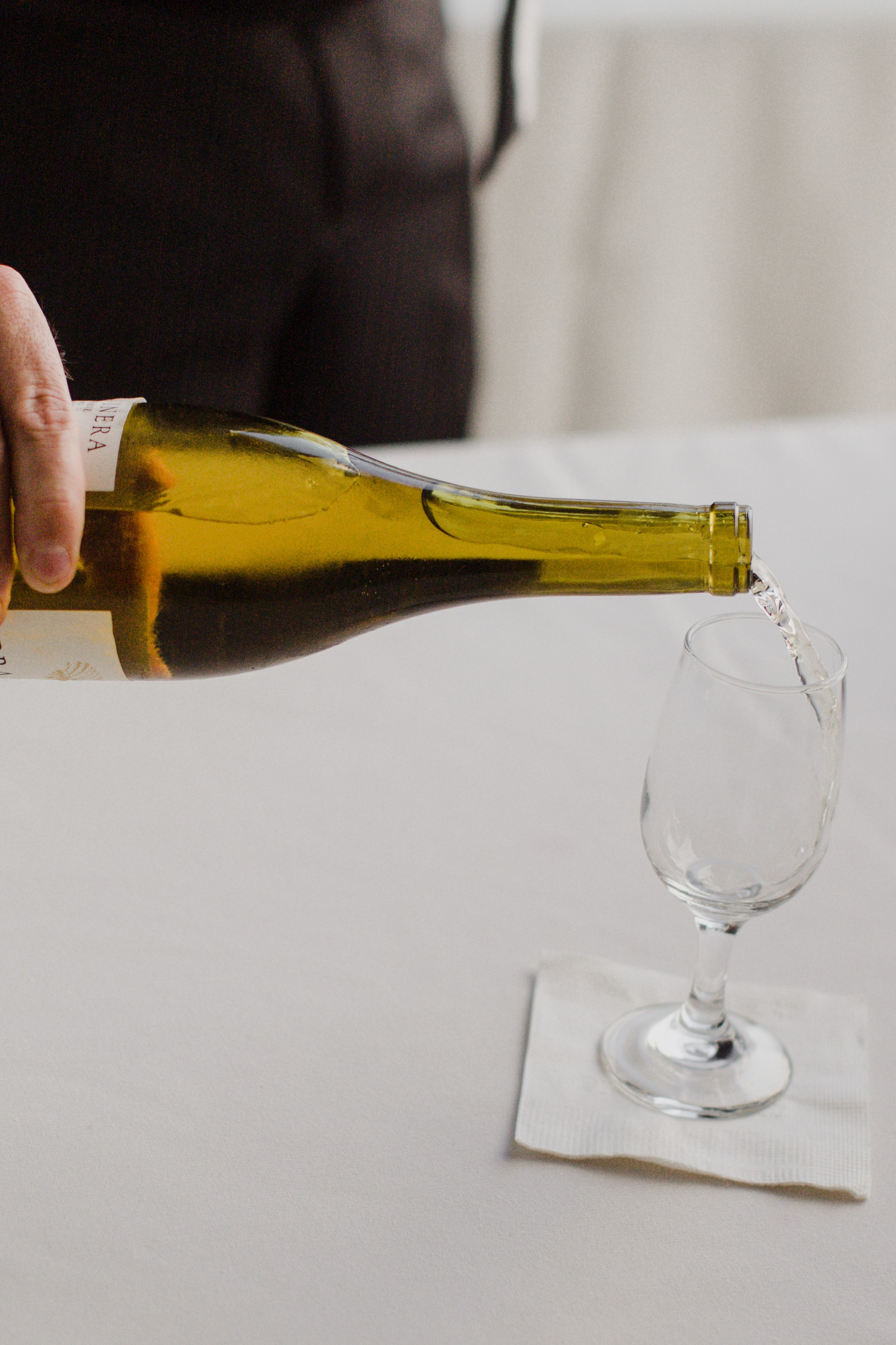 pouring chardonnay