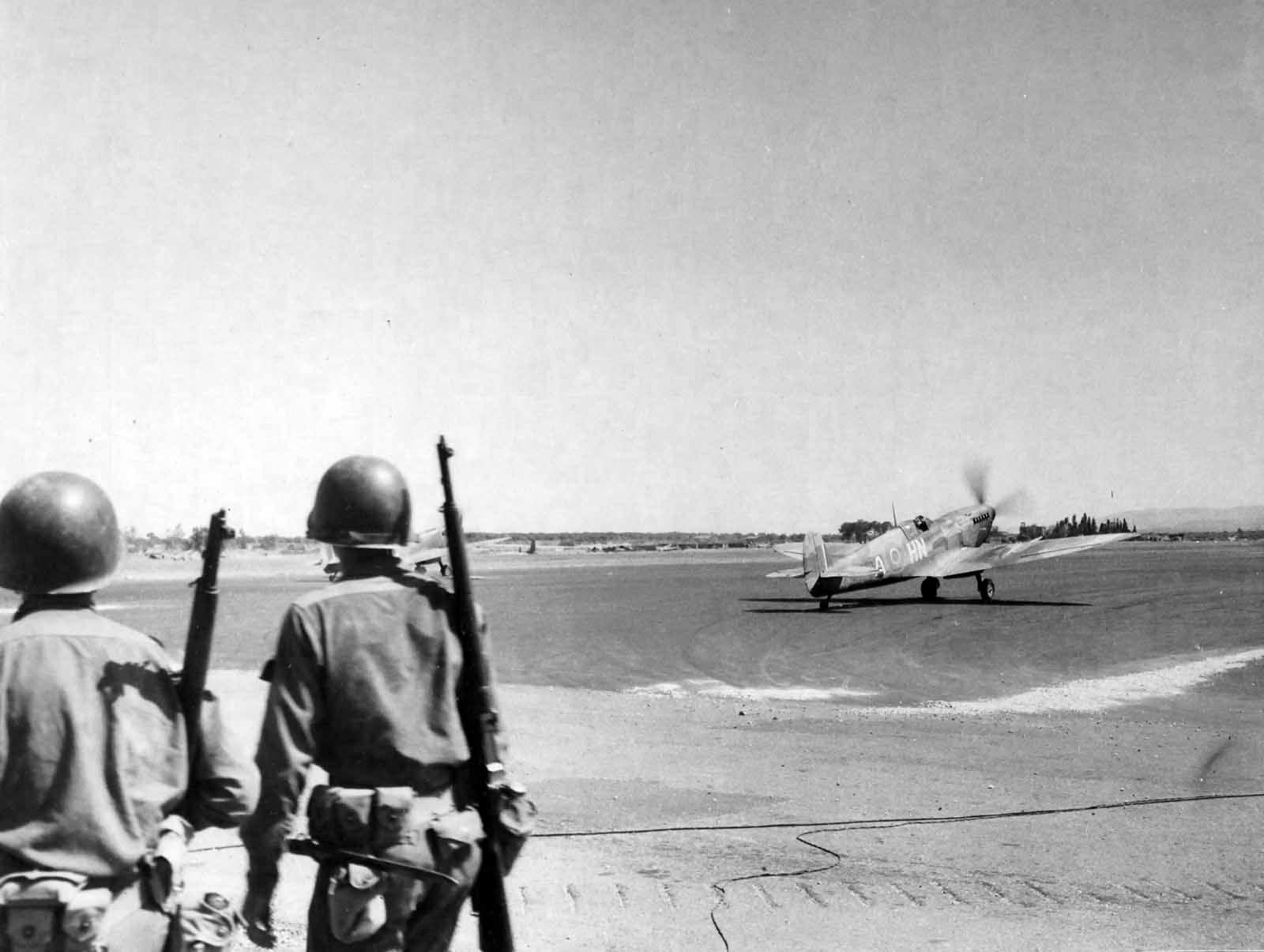 RAF_93_Squadron_Supermarine_Spitfire_Mk_IX_Sicily.jpg