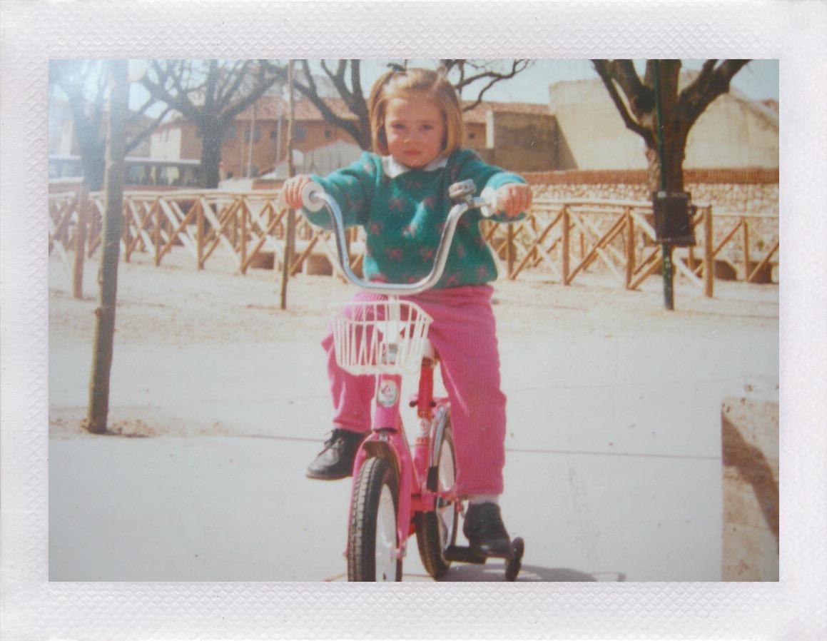 Cris A. con su primera bici rosa