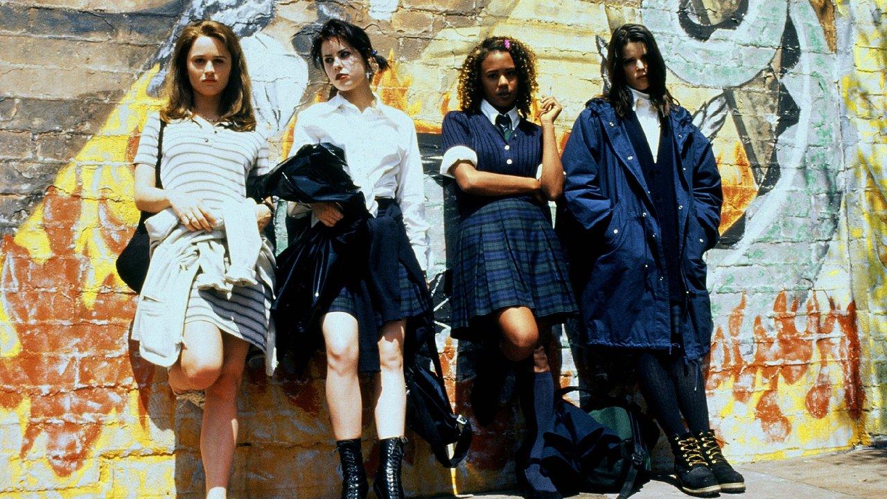 jovenes y brujas.jpg