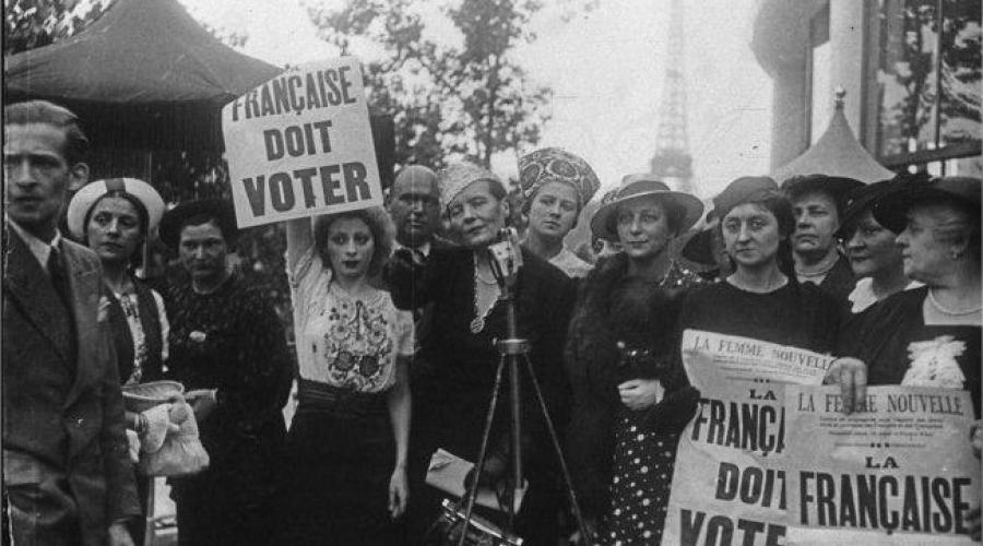 Mujeres francesas votando por primera vez el 21 de abril de 1944.