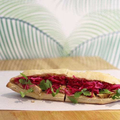 The Big Banh - Bocadillos vientamnitas, (bánh mì) en pleno malasaña, son unos de nuestros favoritos desde hace ya unos años. Nuestro favorito es el de pollo, pero mola porque tiene una opción veggie buenísima.