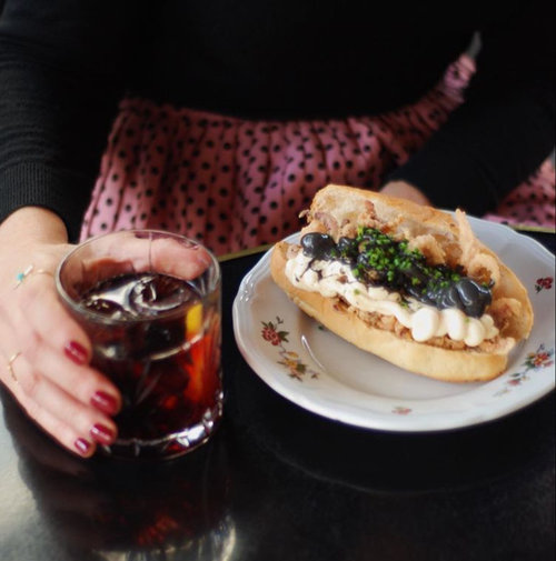 Entrepanes Díaz - Son pequeños pero matones y se pueden acompañar de un buen vermú, nuestro favorito de Entrepanes Díaz es el de calamares con bien de mayonesa. Ays.