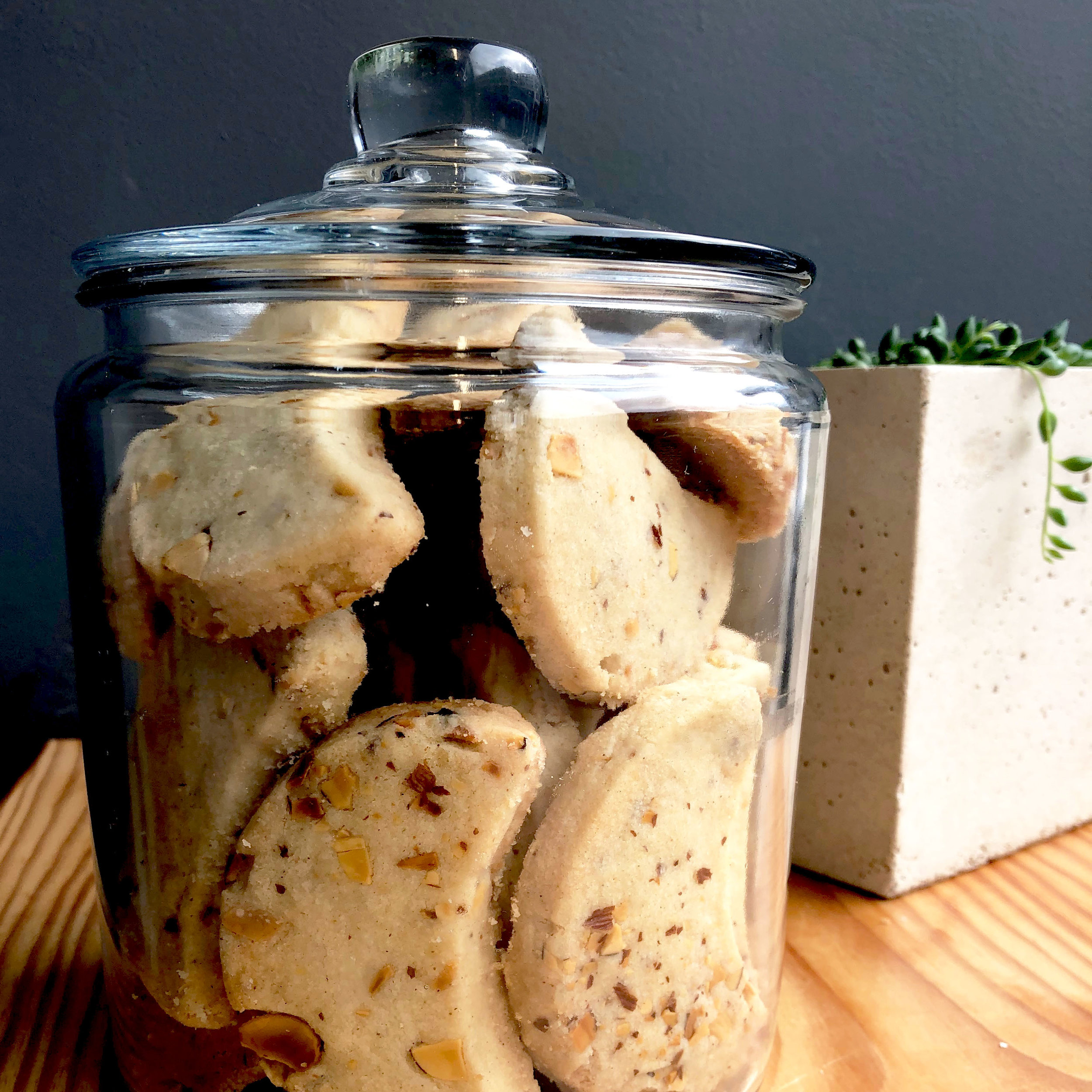 SHORTBREAD COOKIES WITH ALMOND & CARDAMON