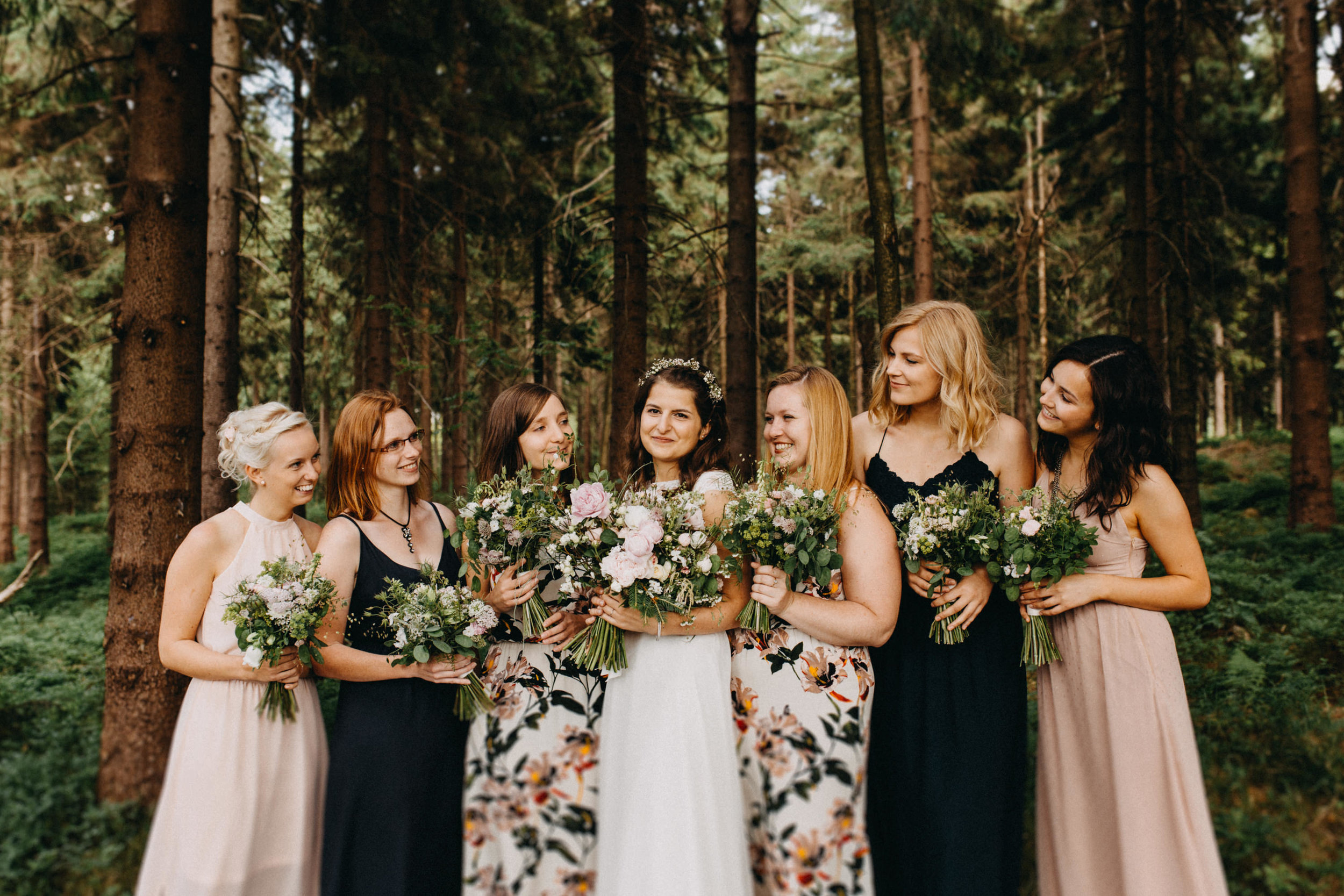 bridal party forest wedding elikubikova