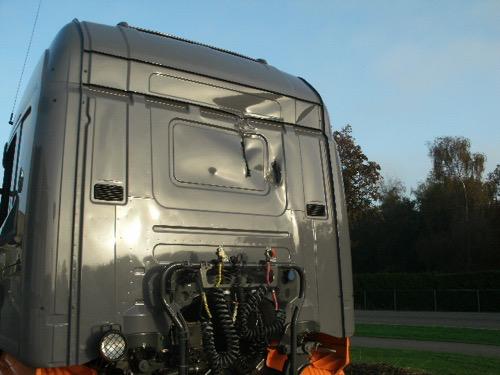 Cabineschade truck of trekker voor reparatie