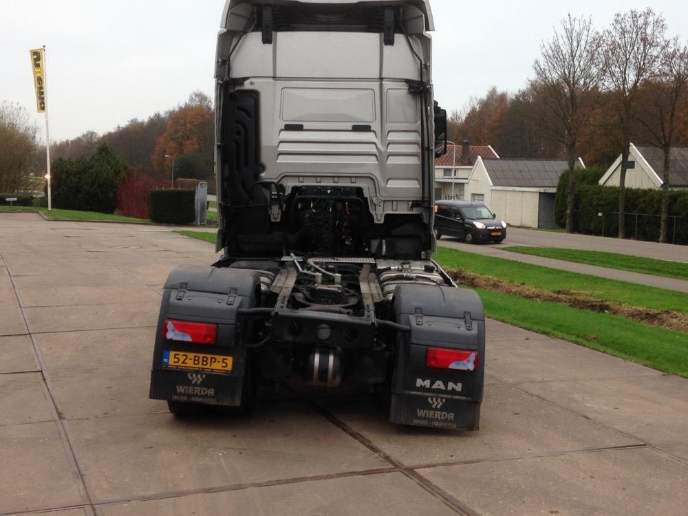 trekker van vrachtwagens met getordeerd chassis