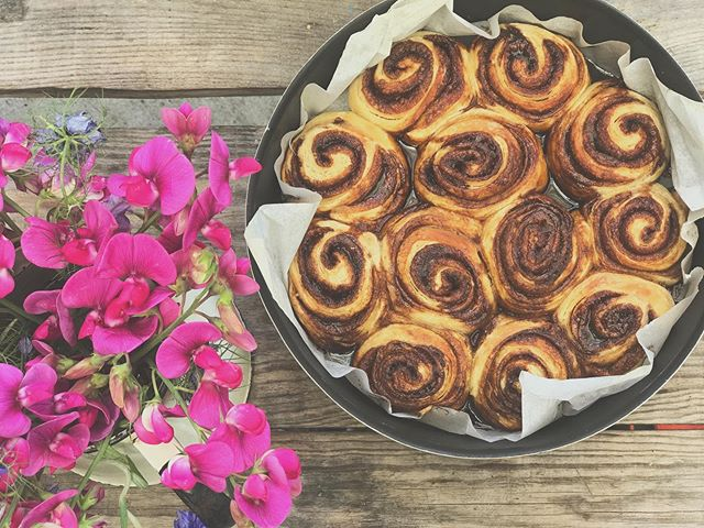 Sourdough cinnamon buns. Thanks for the lovely recipe @katgoldin.