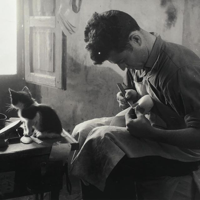 A Spanish #shoemaker and a #cutecat