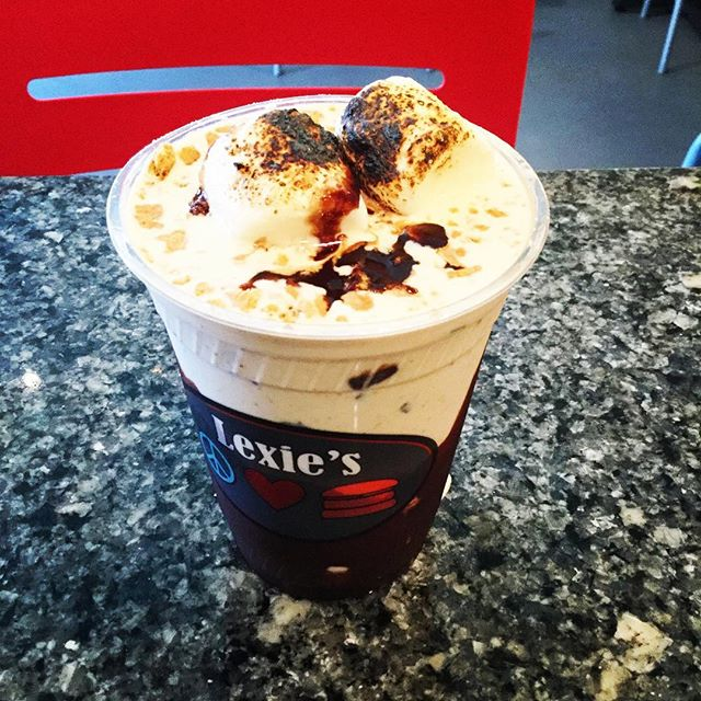 The campfire s'mores milkshake!! S'mores ice cream, chocolate drizzle, graham crackers and toasted marshmallows! #lexies #milkshakes #campfiresmores