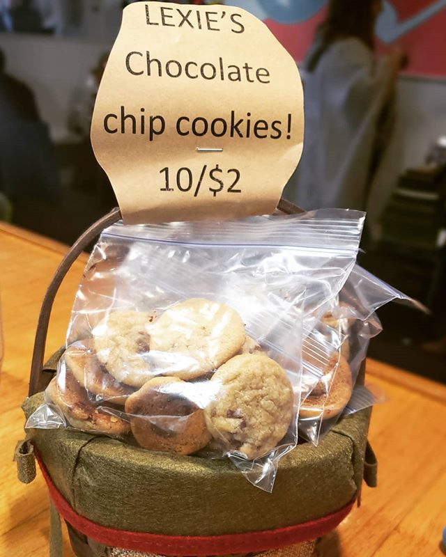 What goes better with watching the #portsmouthchristmastreelighting and #portsmouthchristmasparade than freshly baked Lexie's Chocolate Chip Cookies in your pocket?! Come grab one of honey motivated specials and get a bag of Cookies 10/$2!! #lexiesjoint #lexiesportsmouth #freshbakedcookies #peaceloveburgers