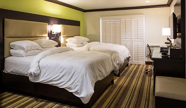 double-queen-room-at-hotel-azura-california-th-th.jpg