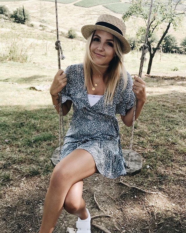 Oh, & can't forget the OOTD 👒🍃 #NicolinaTaylorOOTD #NicolinatakesITALY
