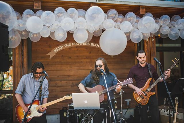 Thrilled to be playing at Uptown this evening from 6-9, come on by for some fun! Photo is from the @thebubblebusco Party a few weeks back, check them out! 📸 @jessehollandweddings . . . . . . #uptown #livemusic #noahandtheflood #noahedwards #coverband #funinthesun #goodtimes