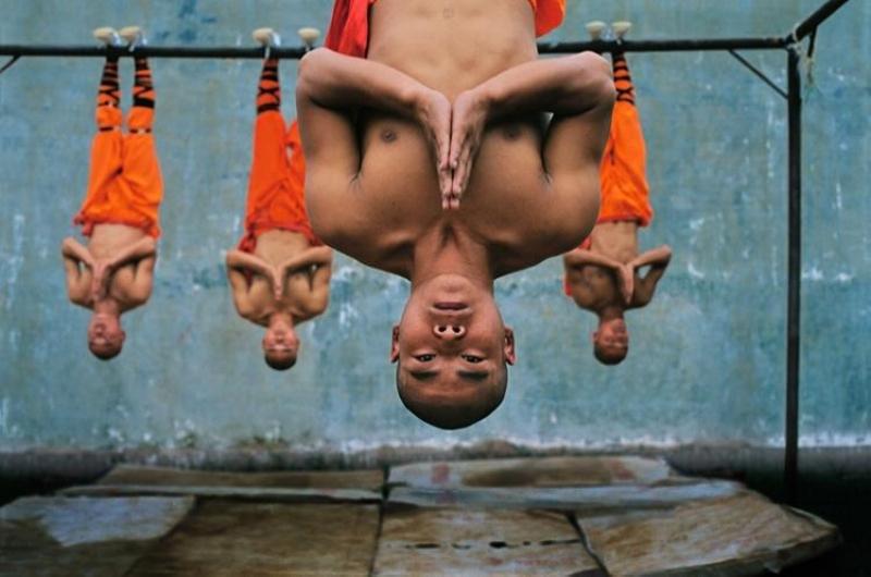 Shaolin-monks-training-Zhengzhou-China-2004-by-STEVE-MCCURRY-Born-1950-c04933.jpg