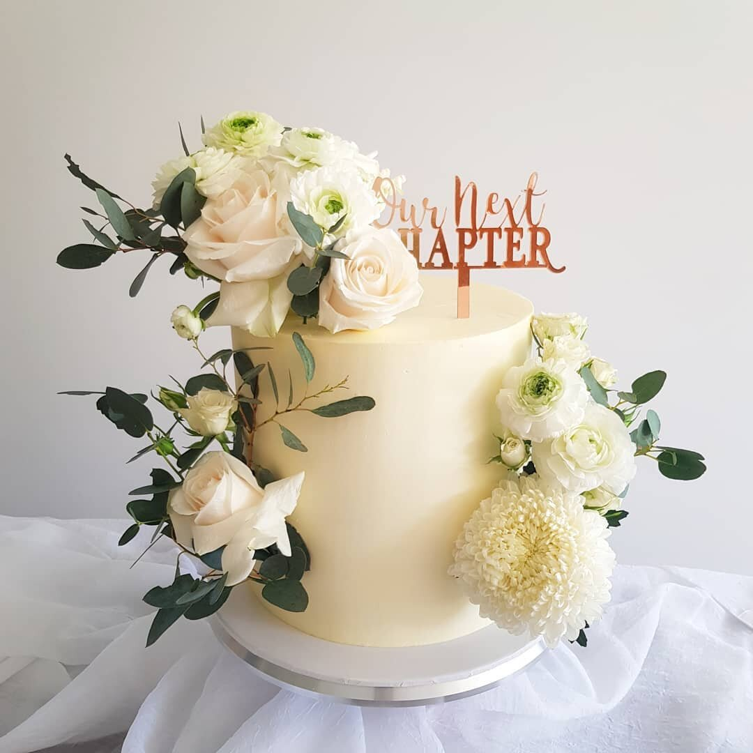 One tiered cakes from $180 - Four sizes available: 6inch, 7inch, 8inch & 9inchFeeding between 20-50 guests (dessert slice) depending on the size of the single tiered cake you choose.