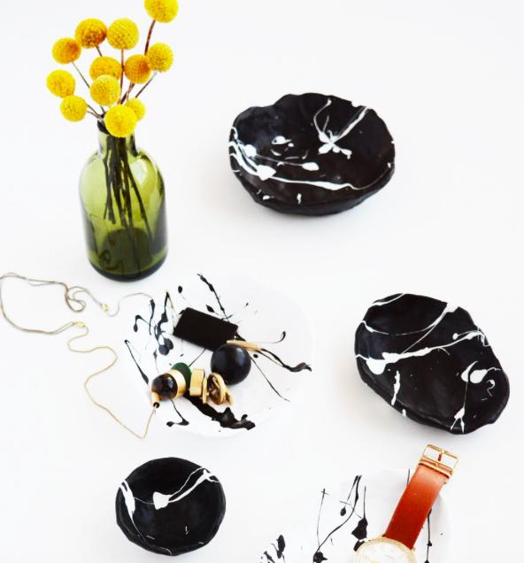 DIY Splatter Painted Pinch Pots by Oleander +Palm