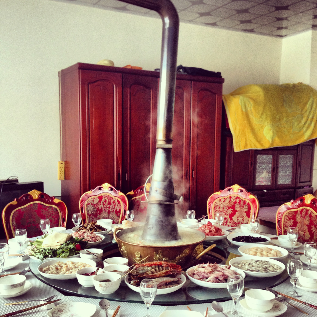 Big family table with the hot pot in the middle