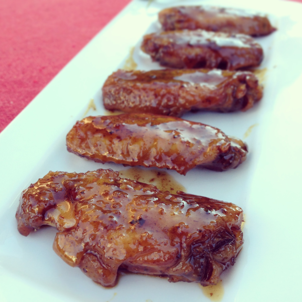 Chicken wings caramelized with coca-cola