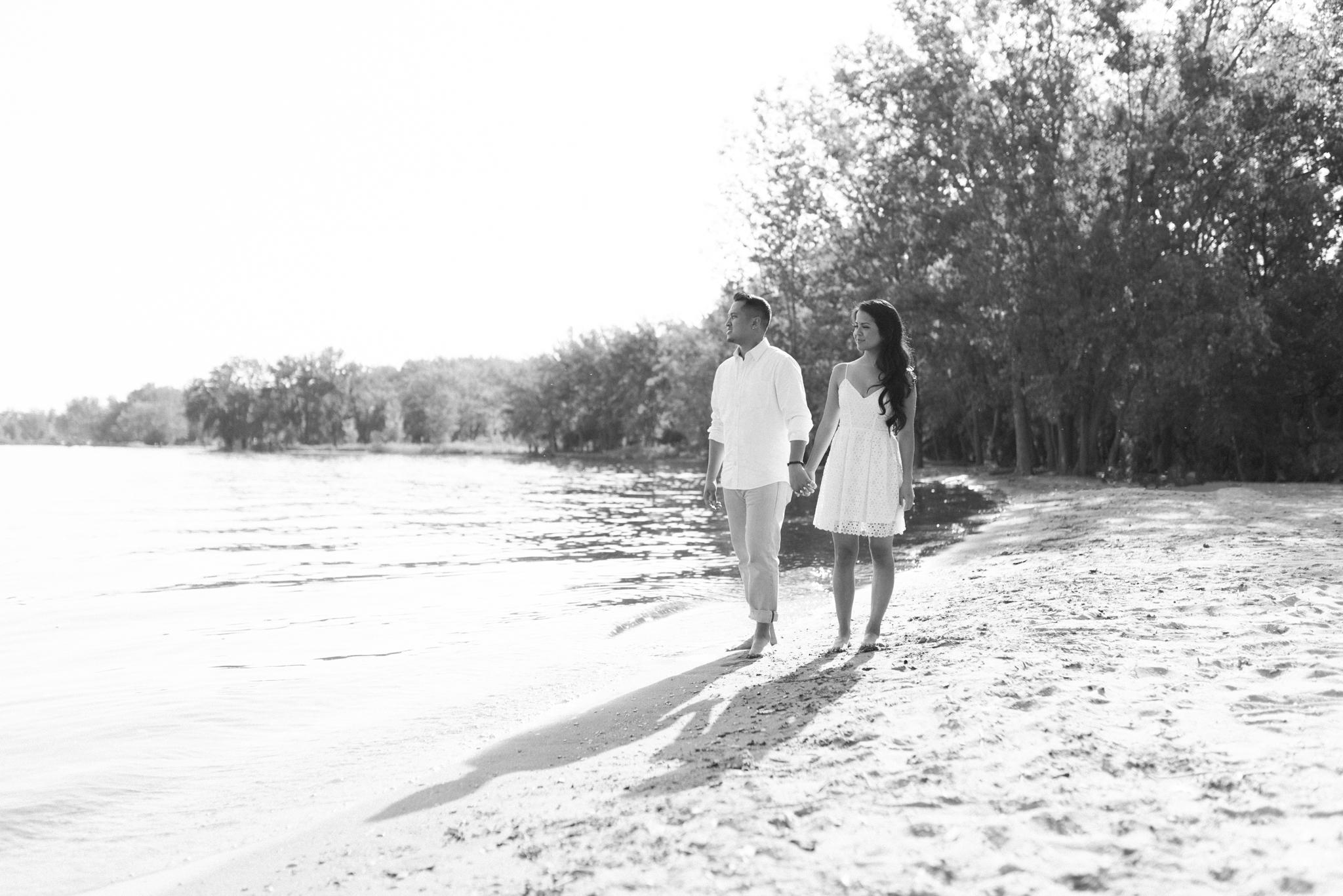toronto_beaches_engagement-8.jpg