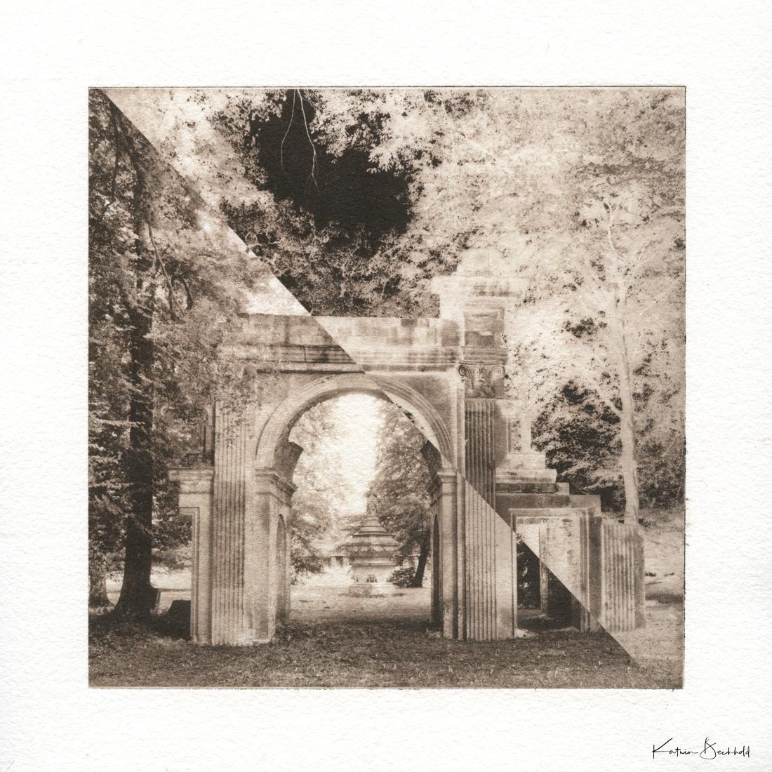 Ruinenbogen mit Blick auf das 'Verschleierte Bild von Sais'