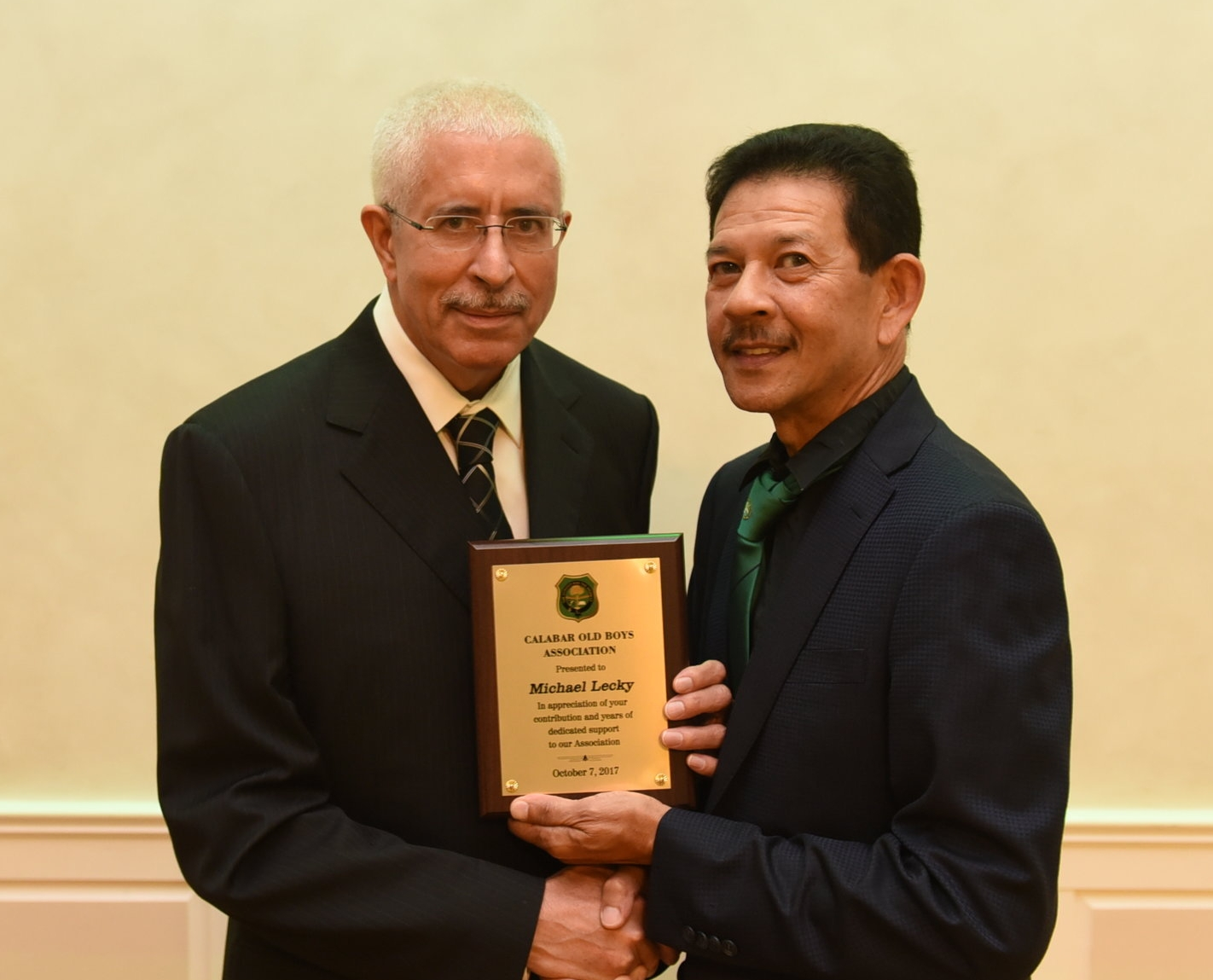 Michael Lecky (l) received his award from COBA Canada chapter president Eugene Chang