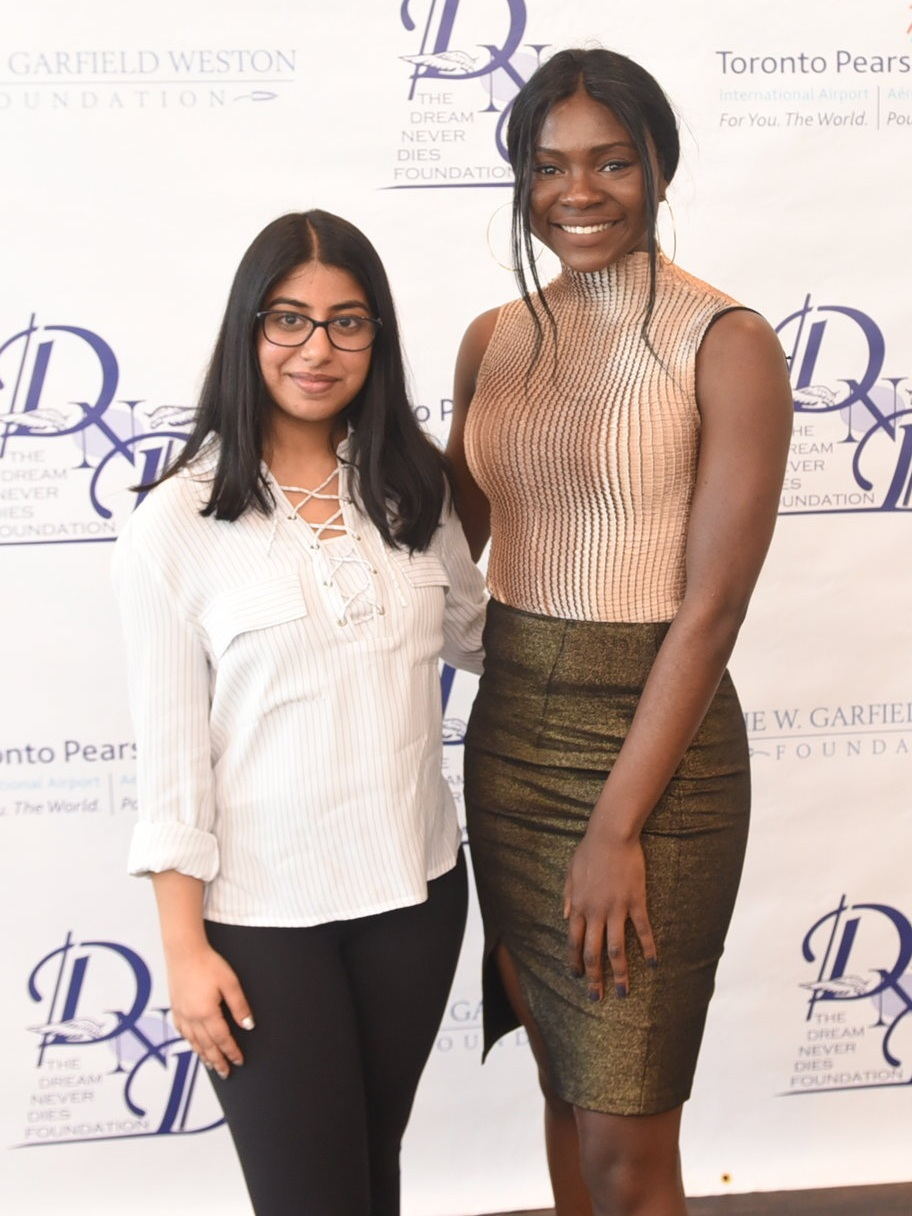 Deeksha Chaudhery (l) & Larissa Ngwe