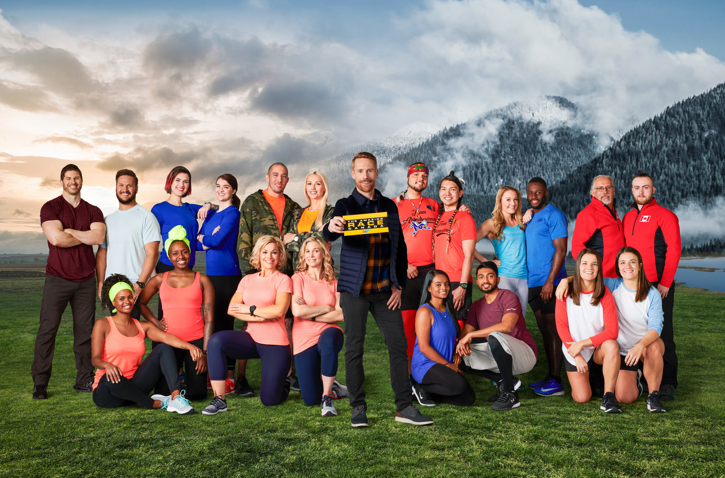 Lee and Bentham with other Amazing Race participants