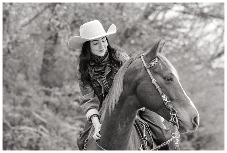 Senior portrait session with barrel racing quarter horse. Photographed by Rachel Griffin Photography of Oklahoma City