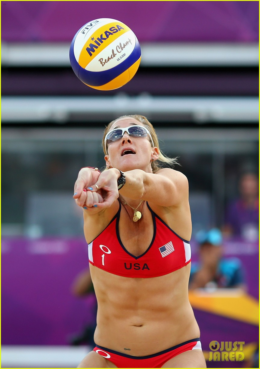 olympic-gold-medalist-kerri-walsh-jennings-expecting-third-child-02.jpg