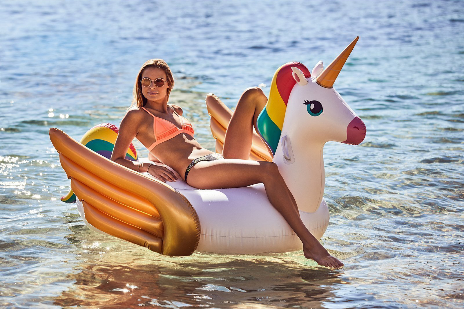 S8LRIDUN_ride-on-float-unicorn_3_1d8147a4-9b46-40ee-b503-eff14e757130.jpg
