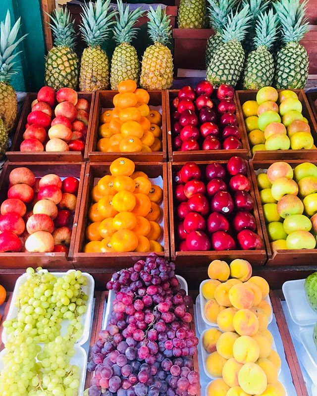 Abundance is everywhere! Tap into the frequency 👁🌈 #planetumoja #family #travels #abundance #followyournature #healthy #vegan #yoga #fruits #peru #cusco