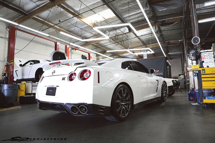 As many of you know, Sean flipped his Silver Godzilla at a Shift-S3ctor event in Coalinga, CA earlier this year. Despite the utmost depressing situation given we had just finished that car, Sean wasted no time and made a firm decision to turn his Midnight Opal GT-R into a Godzilla and picked up a brand new 2015 Pearl White GT-R as a new daily.