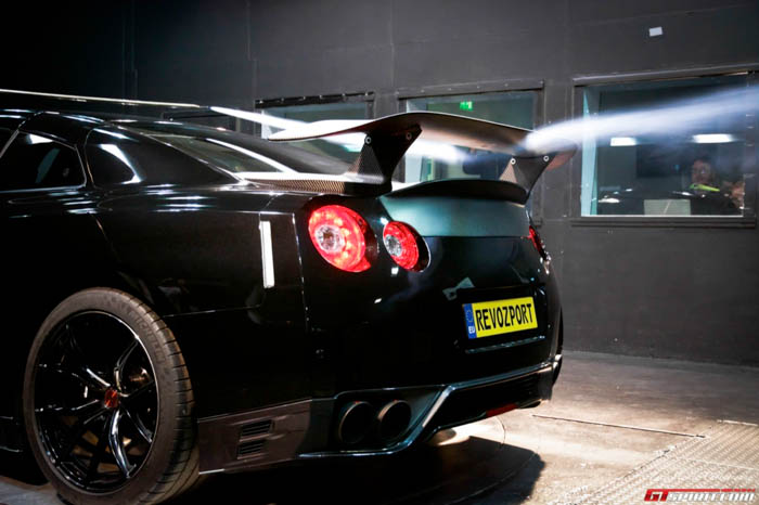 The aeronautical engineers as well as us were impressed by the wing and trunks performance, resulting in 15 times more downforce than the factory GT-R wing.