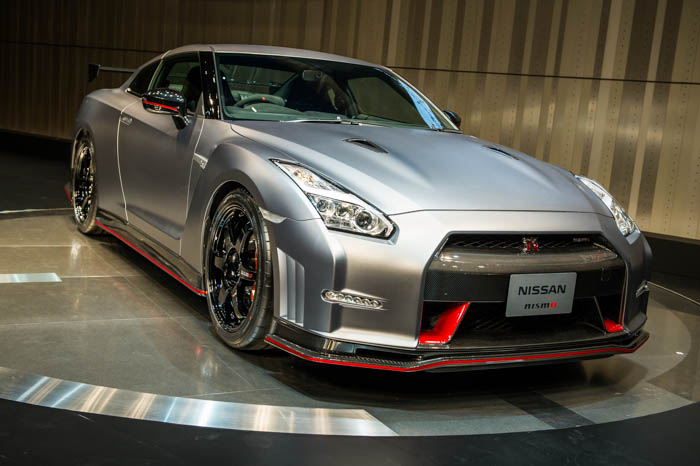 • Using the latest Computational Fluid Dynamic simulation techniques to analyze airflow, Nismo has developed an aero package that improves road-holding, minimizes the negative impact of drag, while giving the car a menacing and muscular appearance. • The Nissan GT-R Nismo will be available in five body colors: Brilliant White Pearl, Meteor Flake Pearl Black, Ultimate Metallic Silver and Vibrant Red. And unique to the GT-R Nismo model, a Dark Matte Grey accentuates the cars imposing exterior muscularity.