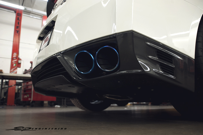 To further assist the powerband to fully climb without dropping on the graph, the TiTek 102mm titianium race exhaust was installed.