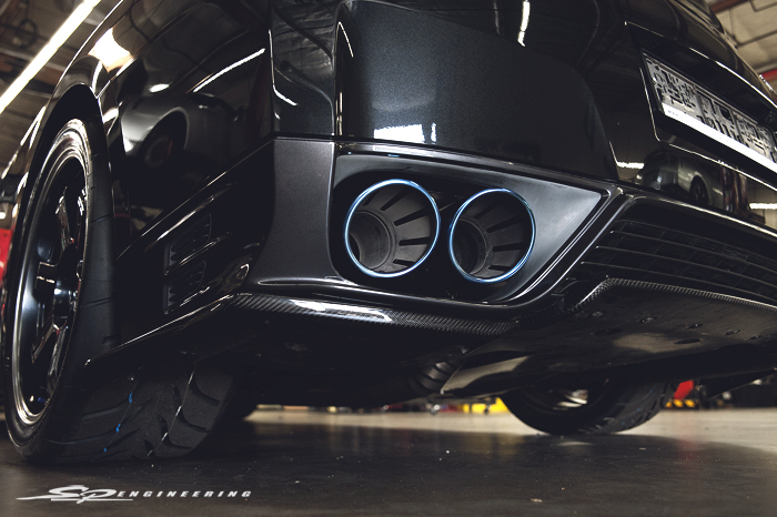 Of course with power, you've got to look cool while going fast. Our client wanted something simple and opted for the TiTek CF rear skirt and Stillen front lip.