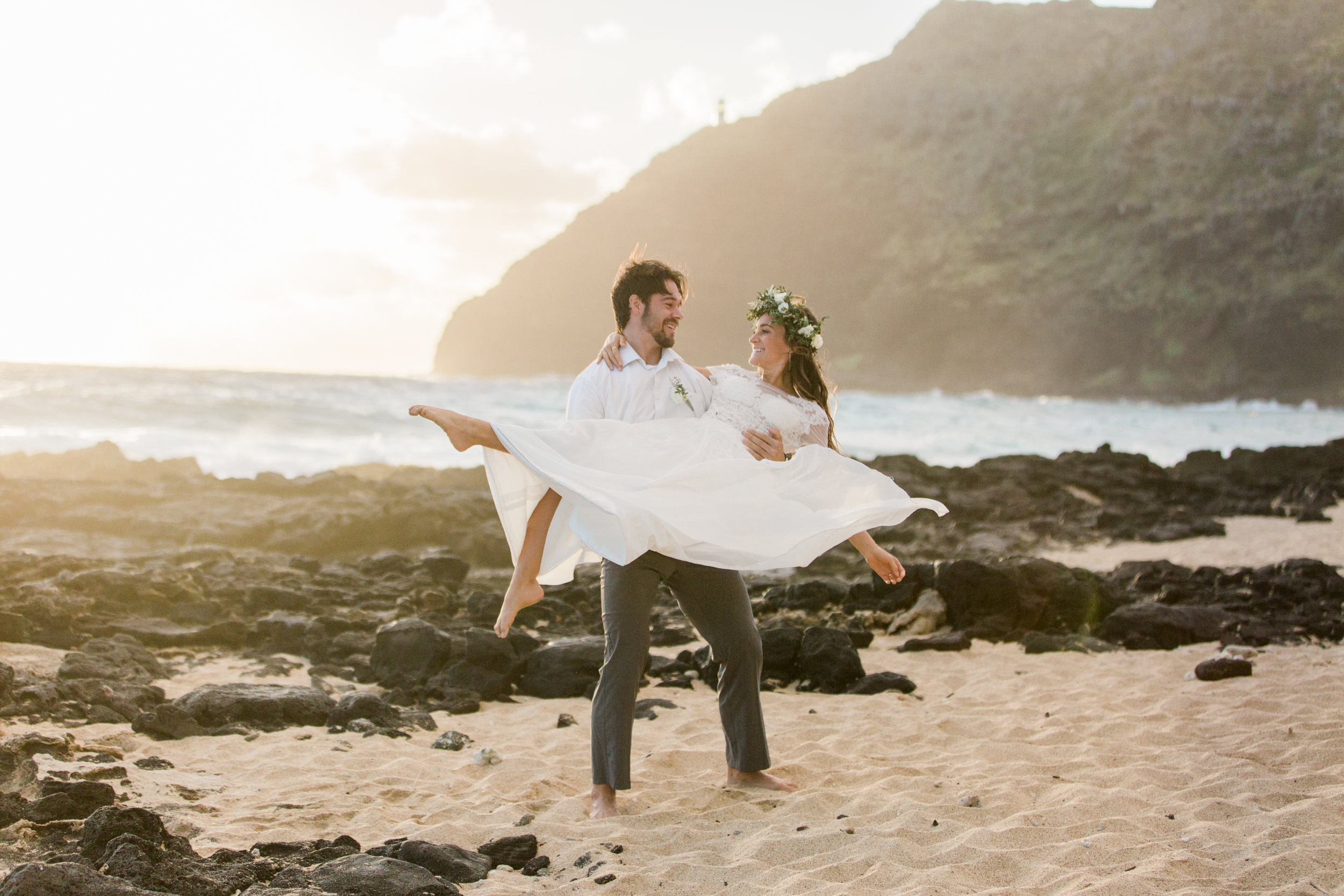 Whimsical Hawaiian Elopement || Hawaii Photographer || Oahu Wedding Photographer