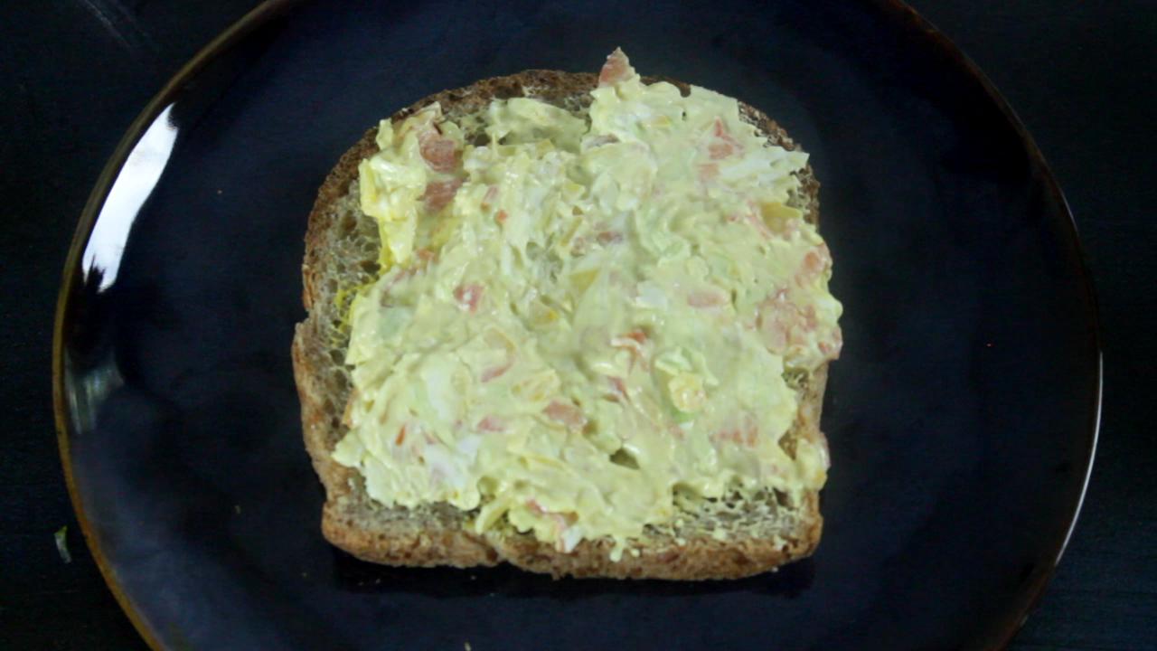 Vegetable cream cheese sandwich